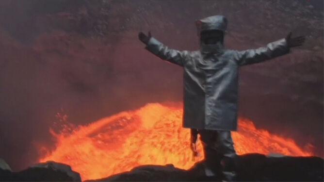 Zszedł do wnętrza rozgrzanego wulkanu, żeby zrobić sobie selfie