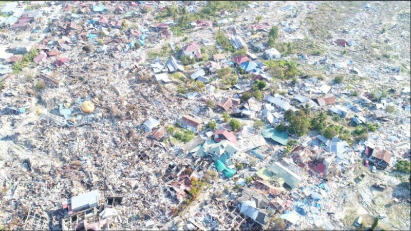 Całkowicie zniszczony dystrykt Balaroa na Palu, po trzęsieniu ziemi w 2018 roku (Regional Disaster Mitigation Agency)
