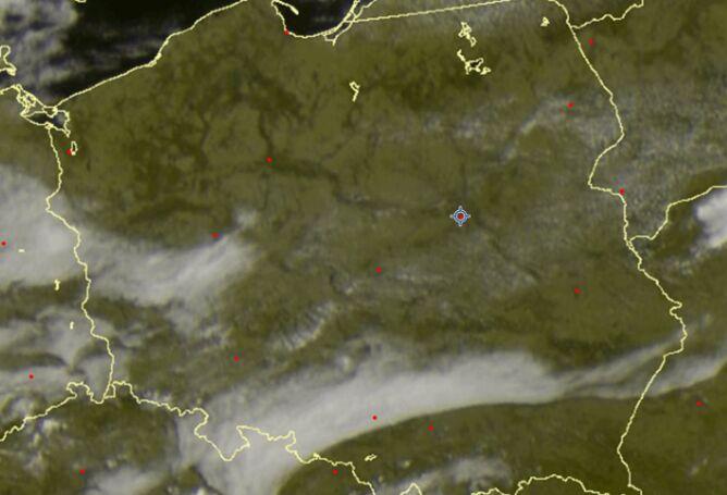 Zdjęcie satelitarne z godziny 9.35 UTC prezentujące chmurę stratus